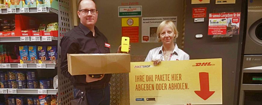 Neu bei Rewe auf der Mittelstraße: DHL-Station und Tafel-Tüten